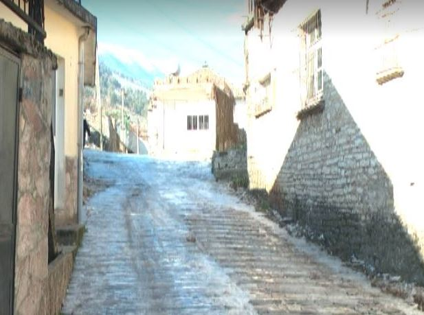 Ngrijnë kalldrëmet e Gjirokastrës, kujdes nga rrëshqitjet