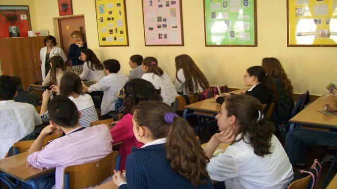 Ministria e Arsimit zyrtarizon datën e rifillimit të shkollës