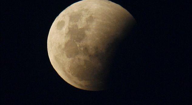 Të premten shfaqet eklipsi i hënës dhe një kometë