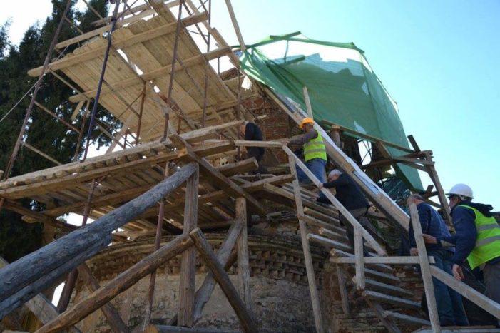 Brenda kantierit të restaurimit të Kishës në Labovë (FOTO)