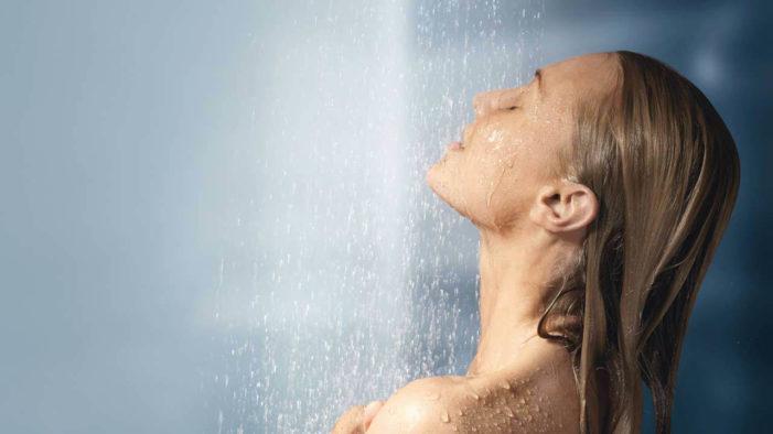 Pse duhet ta filloni ditën me një dush të ftohtë!