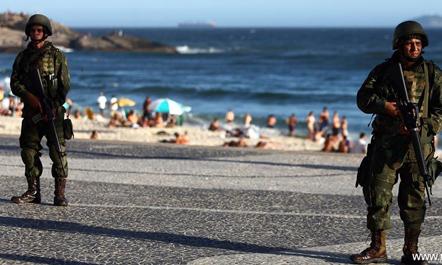 Brazil, ushtria zbret në rrugë; blindohet plazhi Kopakabana