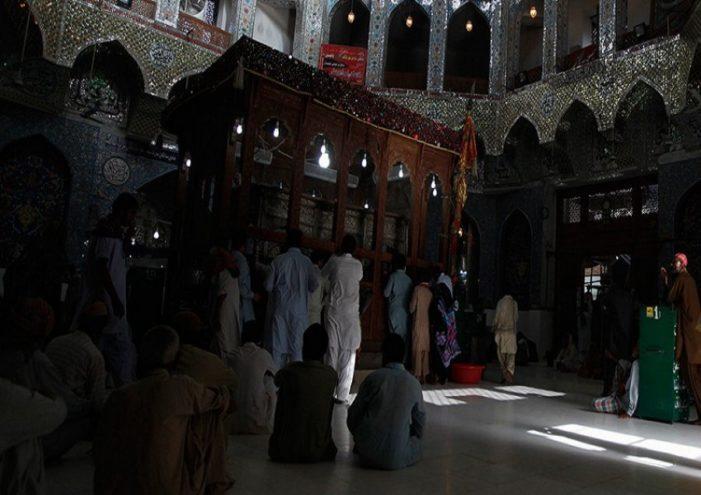 Sulm kamikaz në vendin e shenjtë në Pakistan, të paktën 30 të vdekur