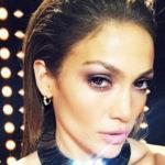 Jeniffer Lopez di si të bëjë një selfie joshëse