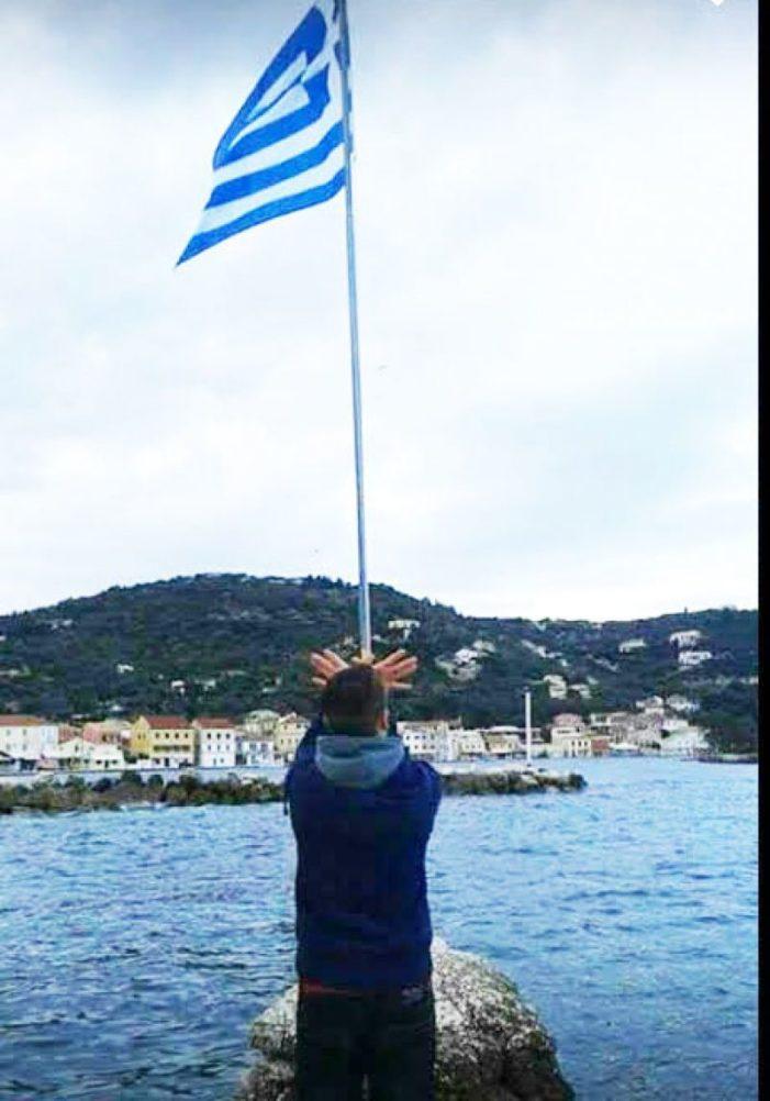 Bëri simbolin e shqiponjës para flamurit grek, dëbohet nga Greqia adoleshent shqiptar