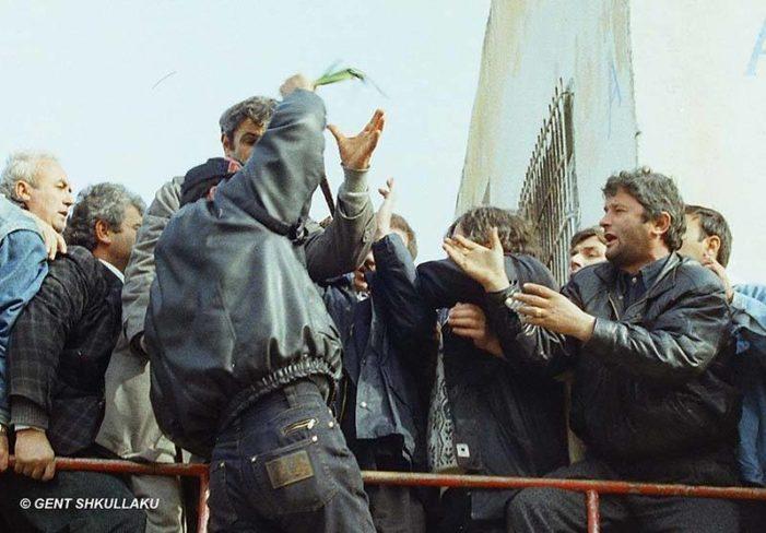 FOTO të papublikuara/ Kur Tritan Shehut i fusin preshin në Lushnje…