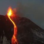 Pamje me dron, shihni vullkanin që po rrezikon edhe Shqipërinë (VIDEO)