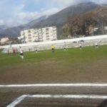 Qëlloi me grusht arbitrin në Tepelenë, lojtari përjashtohet përjetë nga futbolli