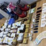 Kokainë, heroinë dhe euro në banesë, policia greke pranga 3 shqiptarëve