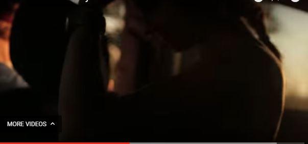 VIDEO+18/ Filmon gruan nudo në shtëpi dhe e poston në internet