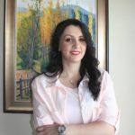 Kush është Artemis Dralo, zysha e anglishtes që garon për deputete në Gjirokastër