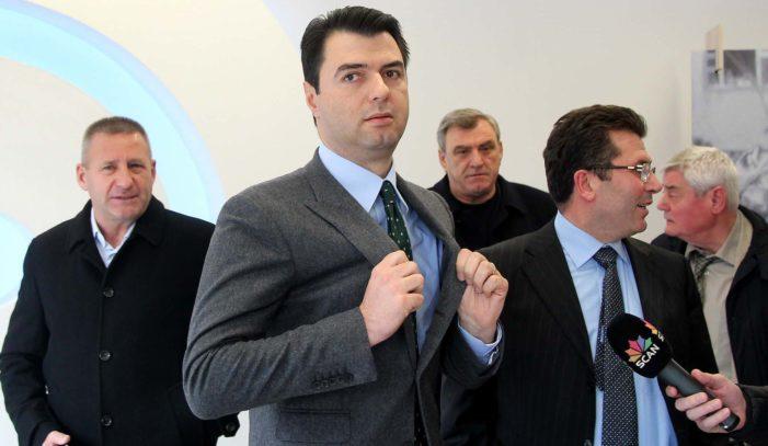 Niko Shupulit i del partia nga kontrolli, PD Përmet i uron ditëlindjen Lulzim Bashës me demokratët e Pukës (FOTO)