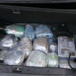 Policia e Janinës në garë me shqiptarin, braktis makinën me 43 kg drogë