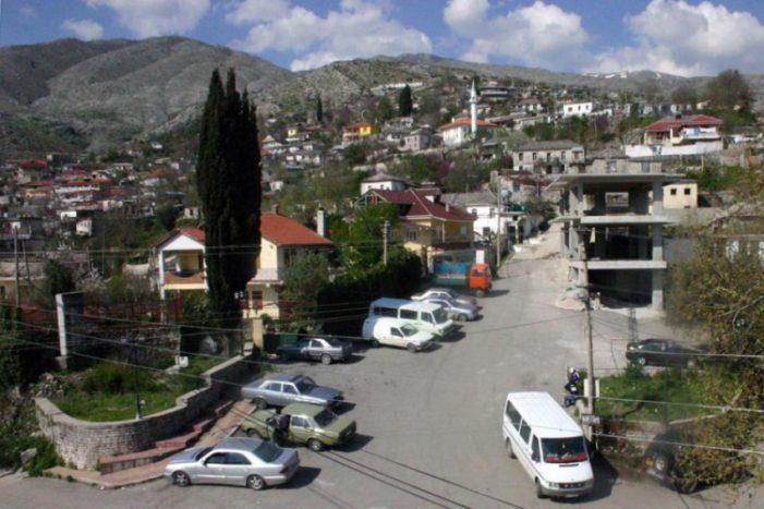 Digjet një shtëpi në fshatin Lazarat