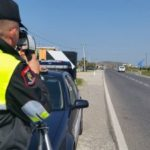 Një vajzë me 'BMW' dh një burrë me 'Benz', dy të arrestuar në Gjirokastër. Ja cili është shkaku