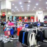 Paradoksi/ Shqiptarët të varfër, por shpenzojnë për veshje edhe më shumë se europianët