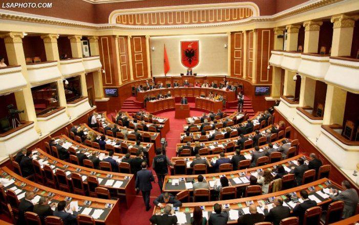 Sot nis Kuvendi, ish-koordinatori i Gjirokastrës shpërthen në akuza: Rikthehen plaçkitësit, spiunët dhe të kapurit