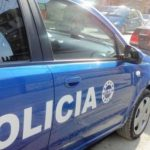Dhunohet me sende të forta dhe grabitet një person, policia shpall në kërkim dy autorët