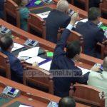 """Një VIDEO perlë e """"Fiks Fare"""", nga seanca e parë e parlamentit"""