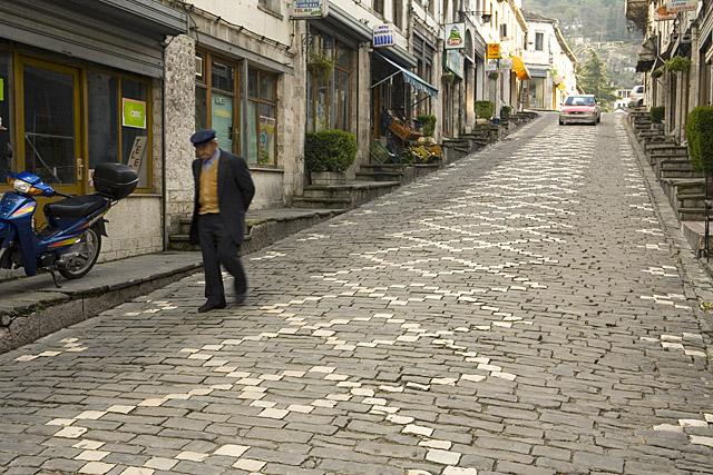 Gjirokastra po zbrazet, renditet ndër qytetet me numrin më të lartë të të larguarve gjatë vitit 2016