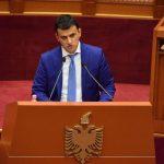 Flamur Golemi bën diversion në Kuvend ndaj opozitës. Përshëndet vendimin e Ediola Brahës që i mori mandatin Vangjel Tavos, thirrje edhe për mandatin e Tritan Shehut