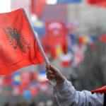 Ceremonitë e 28 Nëntorit: Nga 21 të shtënat e artilerisë në Vlorë deri tek pritja shtetërore në Pallatin e Brigadave