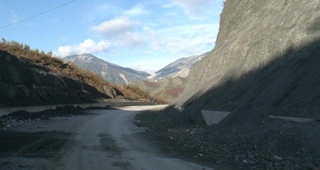 E konfirmon Rama/ Këto janë dy rrugët e qarkut Gjirokastër që do të ndërtohen në vitin 2018