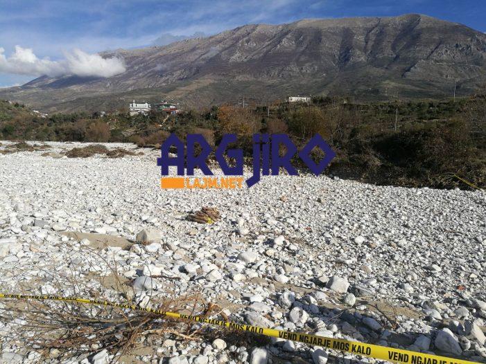 Frikë në lagjen 'Demokracia' në Tepelenë, predha të tjera dyshohet se fshihen në lumin e Bënçës