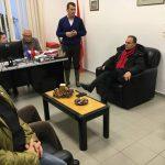 Prefekti i Gjirokastrës rrëzohet nga kali, pëson fraktura në krahun e djathtë