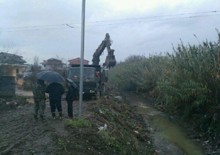 Përmbytjet/ Ushtria niset drejt Fierit