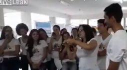 VIDEO+18/ Mësuesja praktikon seks oral tek nxënësi gjatë orës së mësimit