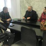 Spitali i Gjirokastrës blen uniforma të reja për personelin, ja tenderi i fundit i firmosur nga Përparim Muço