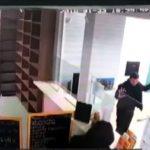 Shihni grabitjen spektakolare të pikës së këmbimit valutor, gjithçka në vetëm 12 sekonda (VIDEO)