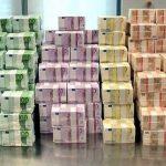 Brenda fabrikës ku prodhohet euro. Shihni çfarë ndodh (VIDEO)