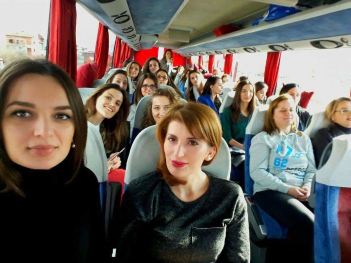 E rrallë/ Mësoni se çfarë i bashkon këto 40 femra në një udhëtim të përbashkët
