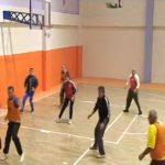 """Palestra me foton e Edi Ramës në Tepelenë, Tërmet Peçi e """"bën sefte"""" me një trepikësh basketbolli (VIDEO)"""