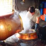 Në Përmet prodhohet rakia e hashashit, ja sa kushton litri