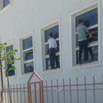 Denoncimi i deputeti: Në Përmet nxënësit vihen të lajnë xhamat sepse shkollën e viziton Lindita Nikolla (FOTO)