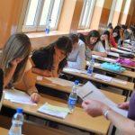 Raporti i MAS për maturën, 1 nxënës në Gjirokastër me celular në provimin e Matematikës