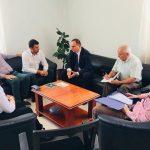 Prefekti i Gjirokastrës si 'gjykatës' shëtitës, bën ballafaqime nga njëri institucion te tjetri