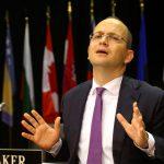 Negociatat më BE-në, deputeti i Gjirokastrës kërkon dorëheqjen e ministrit Bushati