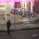 Vjedhje spektakolare në Gjirokastër, persona të maskuar marrin kasafortën e dyqanit 'Telecom'