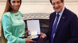 Presidenti i Qipros nderon shqiptaren Eleni Foureira