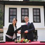Kumbaro dhe Gashi nënshkruajnë në Prizren Kalendarin Kulturor Shqipëri- Kosovë 2018