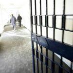 Përleshje masive mes 40 të burgosurve, shqiptarët rrahin brutalisht afrikanët