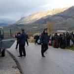 Dëshmia e gazetarit: Një turp i vërtetë në Kakavijë, policët shqiptarë si racistë grekë, shtyjnë refugjatët nëpër makina