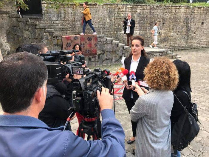 'Shpërdorim detyre', tjetër kallëzim për Zamira Ramin dhe shefin e Urbanistikës në Bashkinë Gjirokastër (Dokumenti)