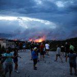 Orë dramatike në Athinë, mbi 74 të vdekur, qindra të plagosur. Ja si nisi zjarri (FOTO)