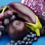 Arsyet përse duhet të konsumojmë gjithmonë ushqimet me ngjyrë blu