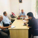Gjirokastër, prefekti i shkon në zyrë Beso Brahimit. Ai i ankohet për Niko Peleshin dhe Doganën e Kakavijës